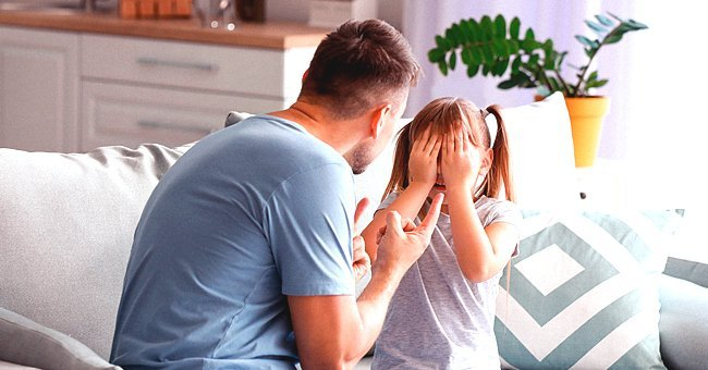 A father having a conversation with his daughter | Photo: Shutterstock