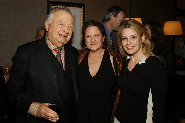 Seward Johnson Jr, Deborah Weingrad, and Nancy Hunt at The Carlyle on December 10, 2007 in New York City. | Photo: Getty Images