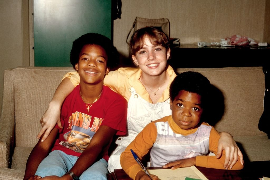 Gary Coleman poses for a portrait with co-stars Dana Plato and Todd Bridges while studying on the set of his show 'Diff'rent Strokes' in February 1980 in Los Angeles   Photo: Getty Images