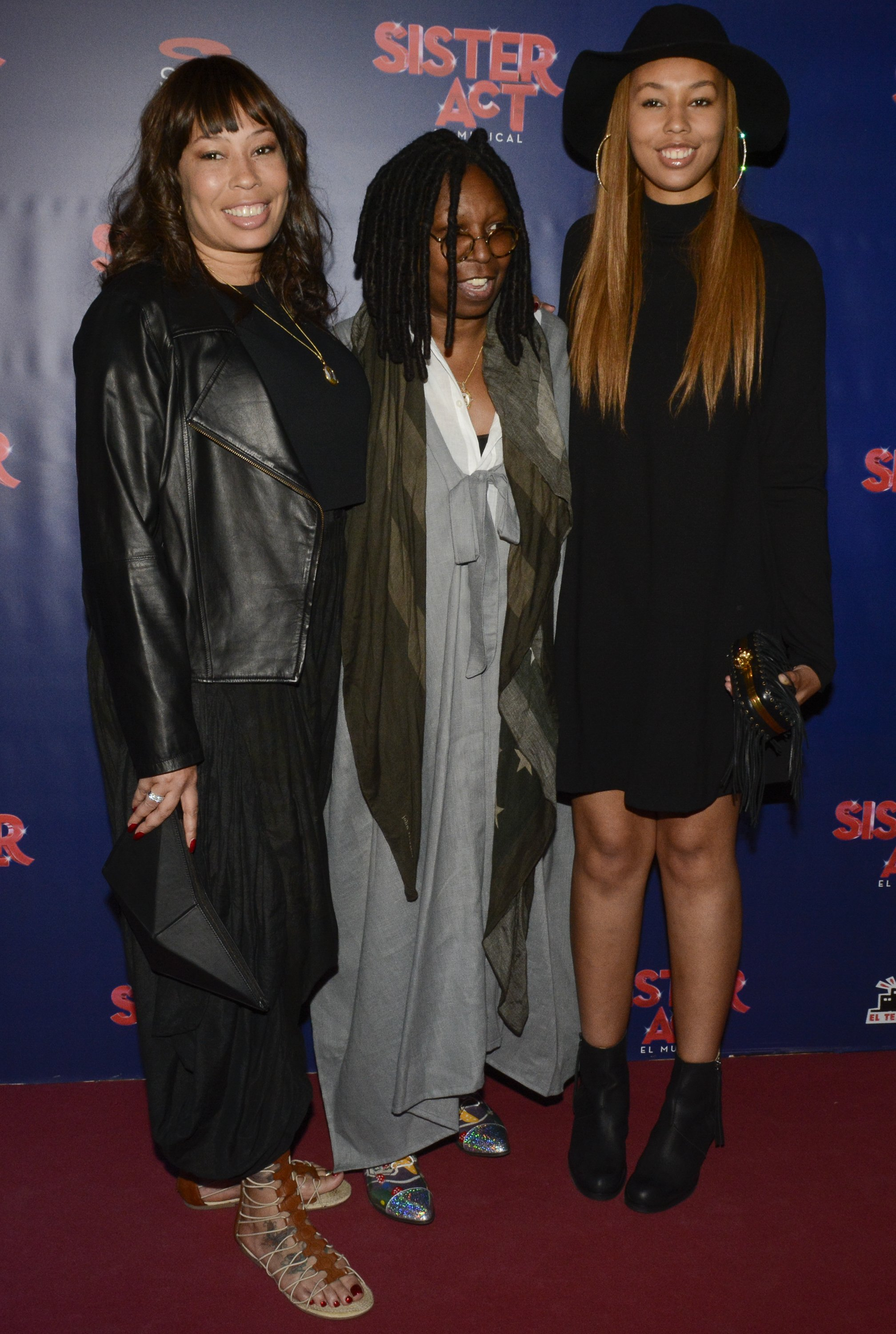 (L-R) Alex Martin, Whoopi Goldberg and Alex's daughter Jerzey Martin at the premiere of 'Sister Act' on Oct. 23, 2014 in Barcelona, Spain. |Photo: Getty Images
