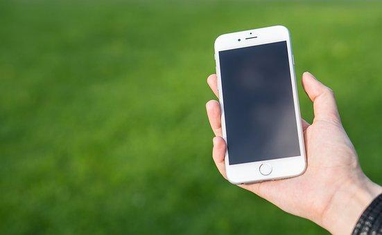 Une personne utilisant son portable. | Pixabay