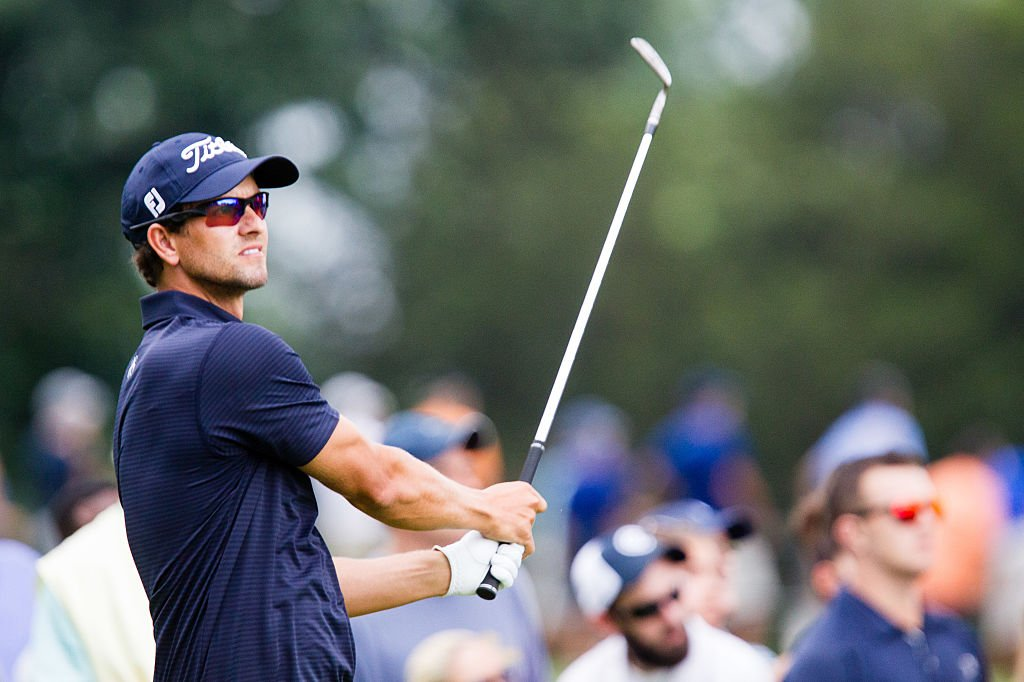 Adam Scott teeing off at the second round of The Barclays at Ridgewood Country Club | Photo: Getty Images