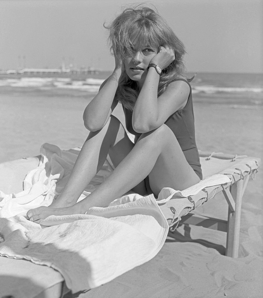Jeanne Moreau à la plage en 1961. l Source : Getty Images
