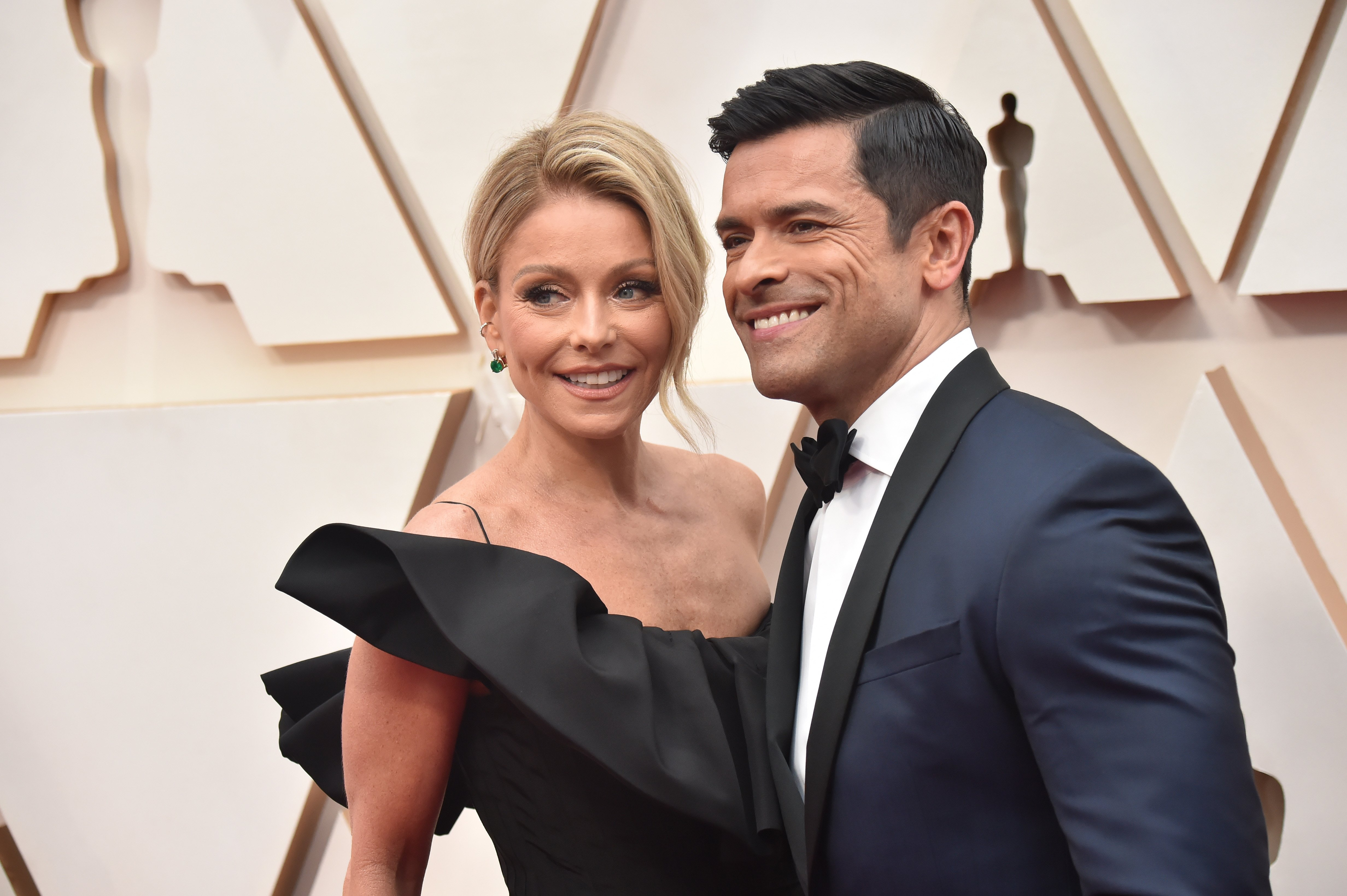 Kelly Ripa and Mark Consuelos attend the 92nd Annual Academy Awards at Hollywood and Highland on February 09, 2020, in Hollywood, California.   Source: Getty Images.