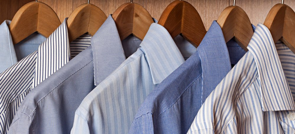 Shirts placed on hangers. | Photo: Shutterstock