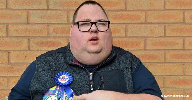 """Indignation après qu'un homme handicapé n'ait pas pu entrer dans une boîte de nuit pour son 30ème anniversaire car il portait les """"mauvais vêtements"""""""