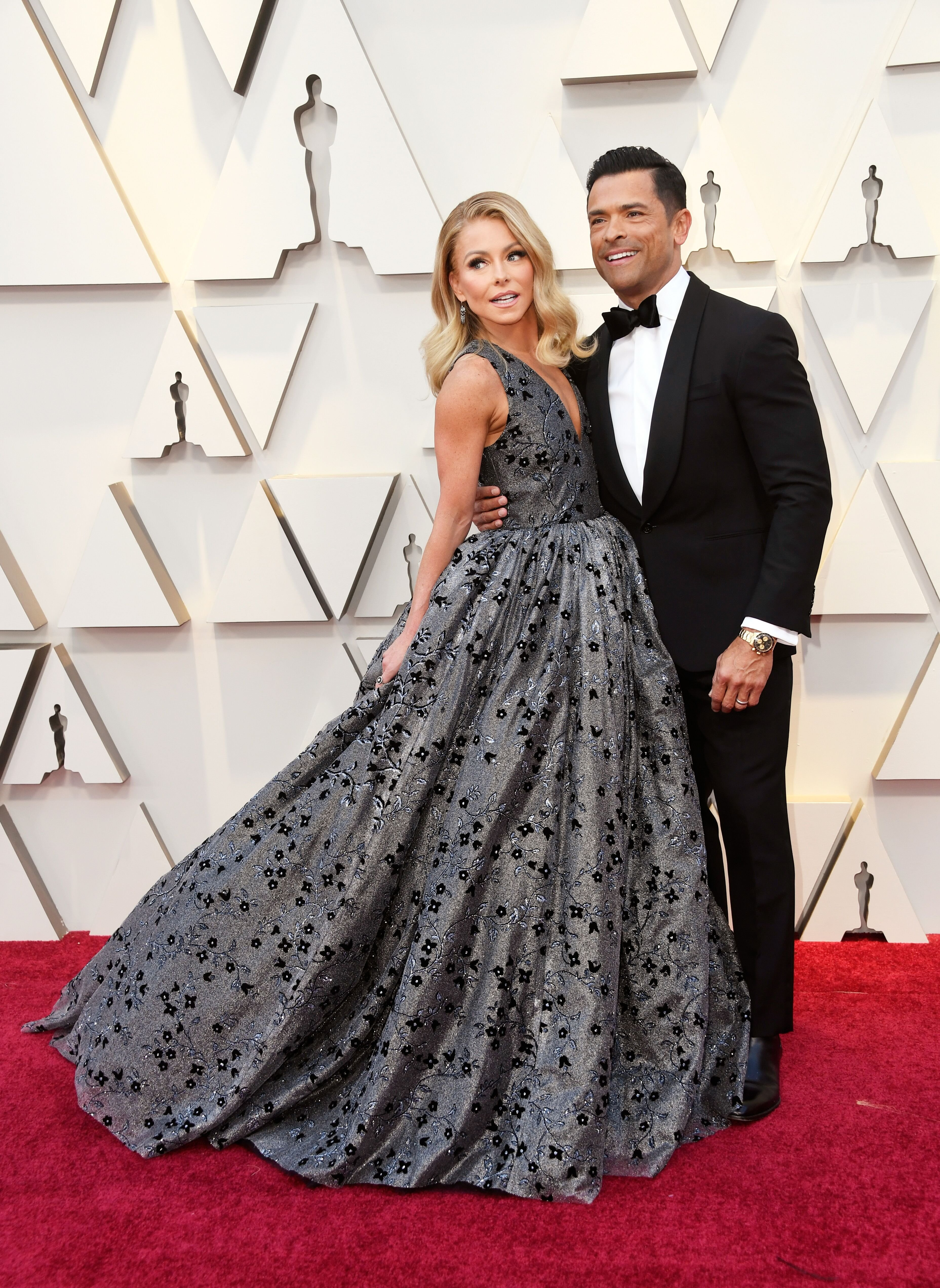 Kelly Ripa and husband Mark Consuelos at the Oscars/ Source: Getty Images