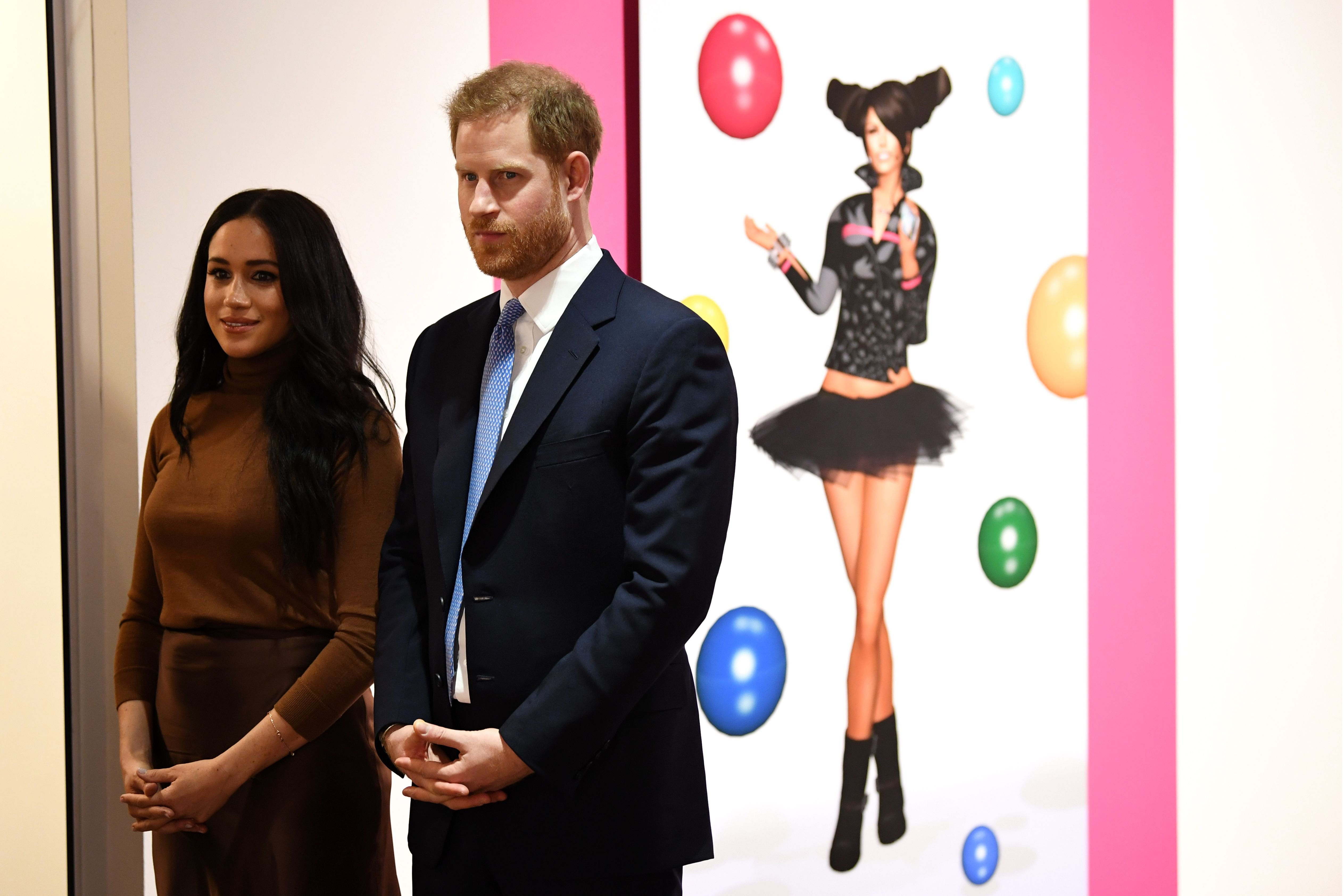 Duchess Meghan and Prince Harry view a special exhibition of art at the Canada Gallery during their visit to Canada House on January 7, 2020, in London, England | Photo: Daniel Leal-Olivas - WPA Pool/Getty Images