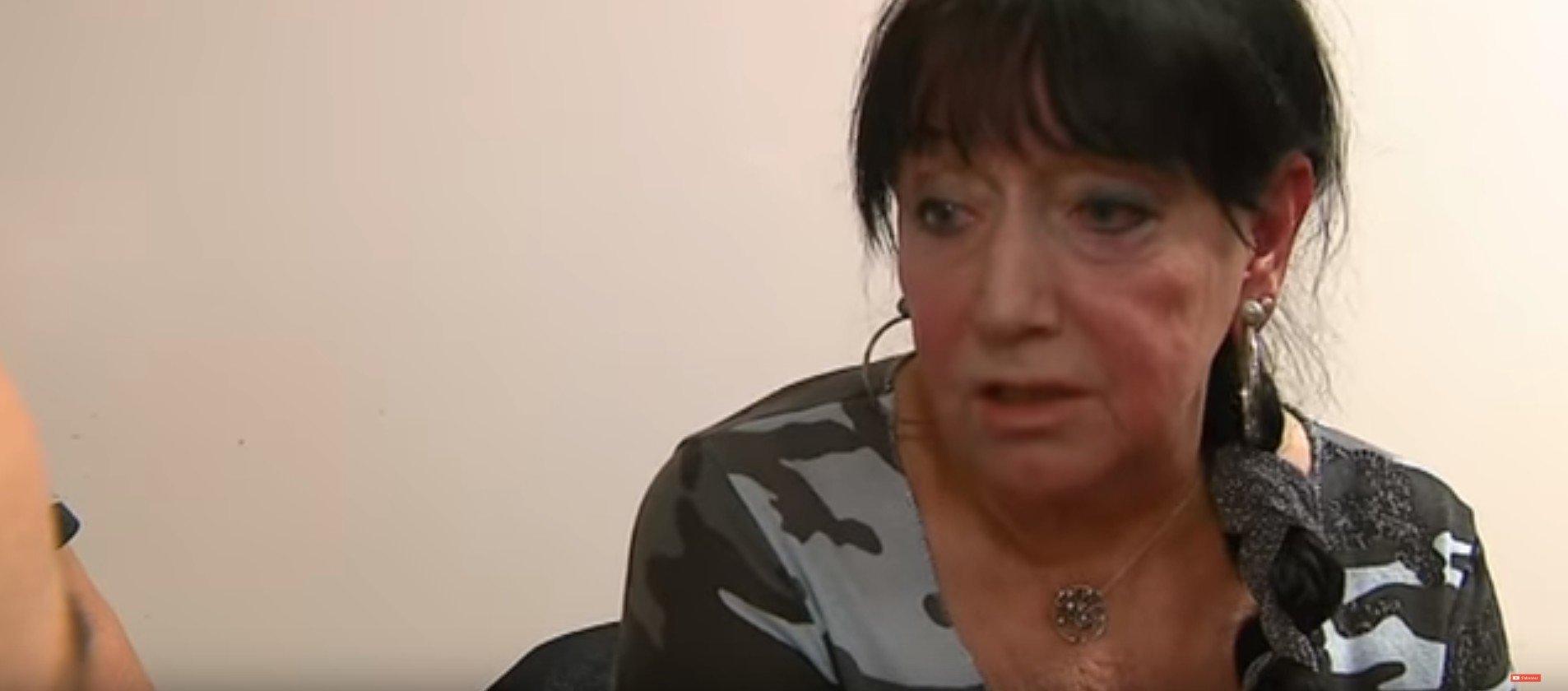 Une femme de 71 ans obligé de travailler de nuit. l Source: YouTube/ France 3 Normandie