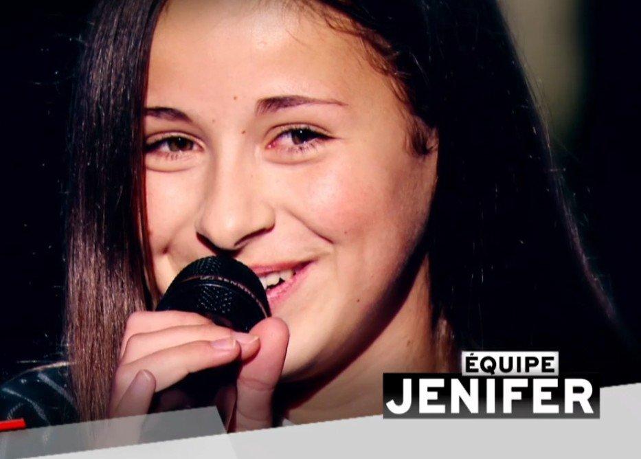 """Lola sur scène dans """"The Voice : Kids"""". l Source : TF1 Replay"""