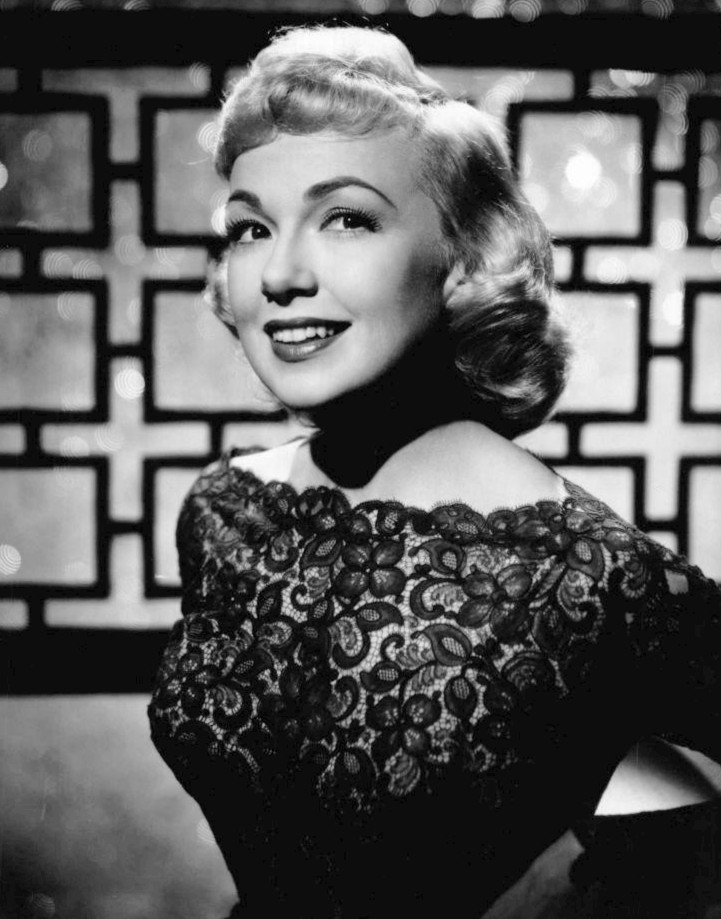 Publicity photo of Edie Adams in 1958. | Source: Wikimedia Commons