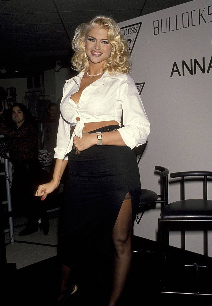 Anna Nicole Smith at the Bullock's Store at Beverly Center in Beverly Hills, California. | Photo: Getty Images