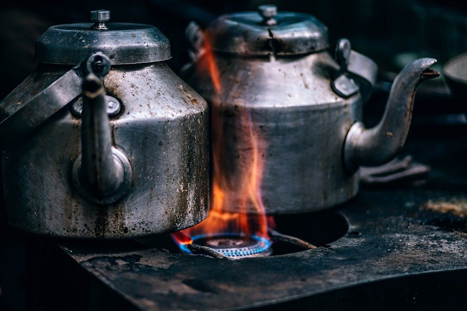 Two kettles on fire in the kitchen. Source: Pixabay