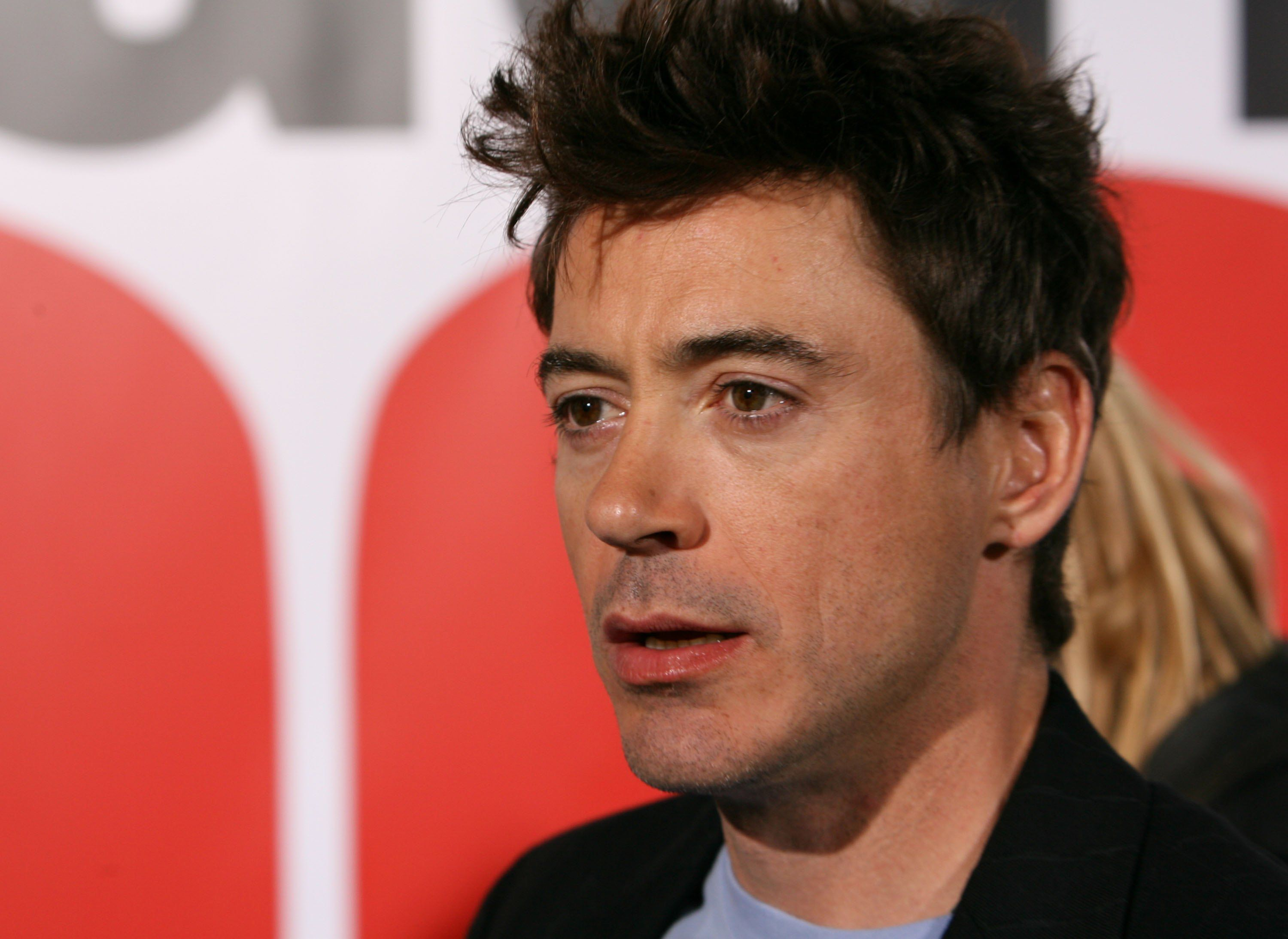 "Robert Downey Jr. at the premiere of ""The Shaggy Dog"" in 2006 in Los Angeles, California 