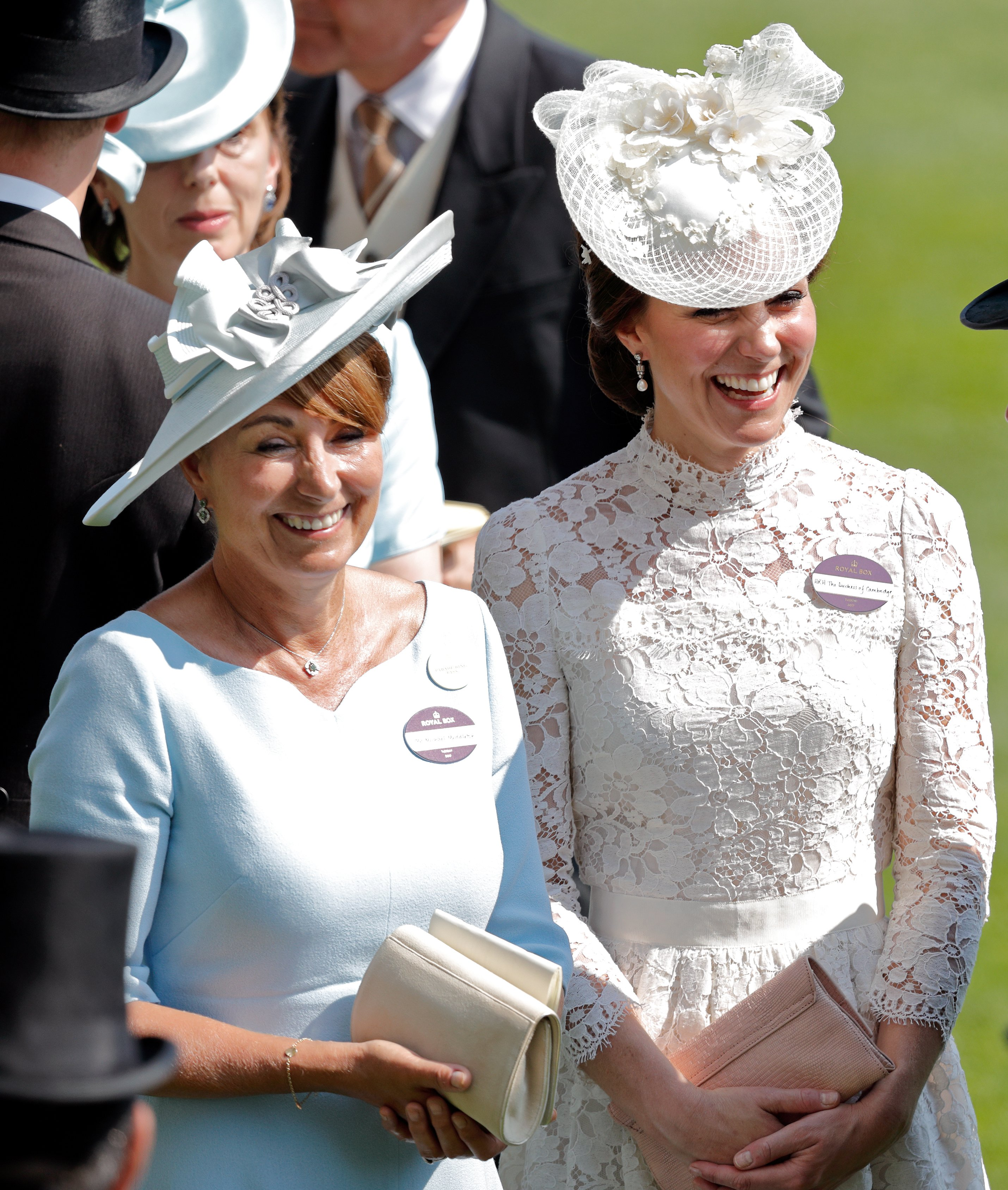 The Duchess of Cambridge and her mother Carole Middleton attend Ascot Racecourse on June 20, 2017 in Ascot, England | Photo: Getty Images