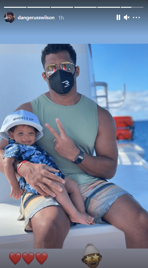 Screenshot of photo of Russell Wilson and his son Win Wilson while in Maui, Hawaii.|Source: Instagram/dangerusswilson