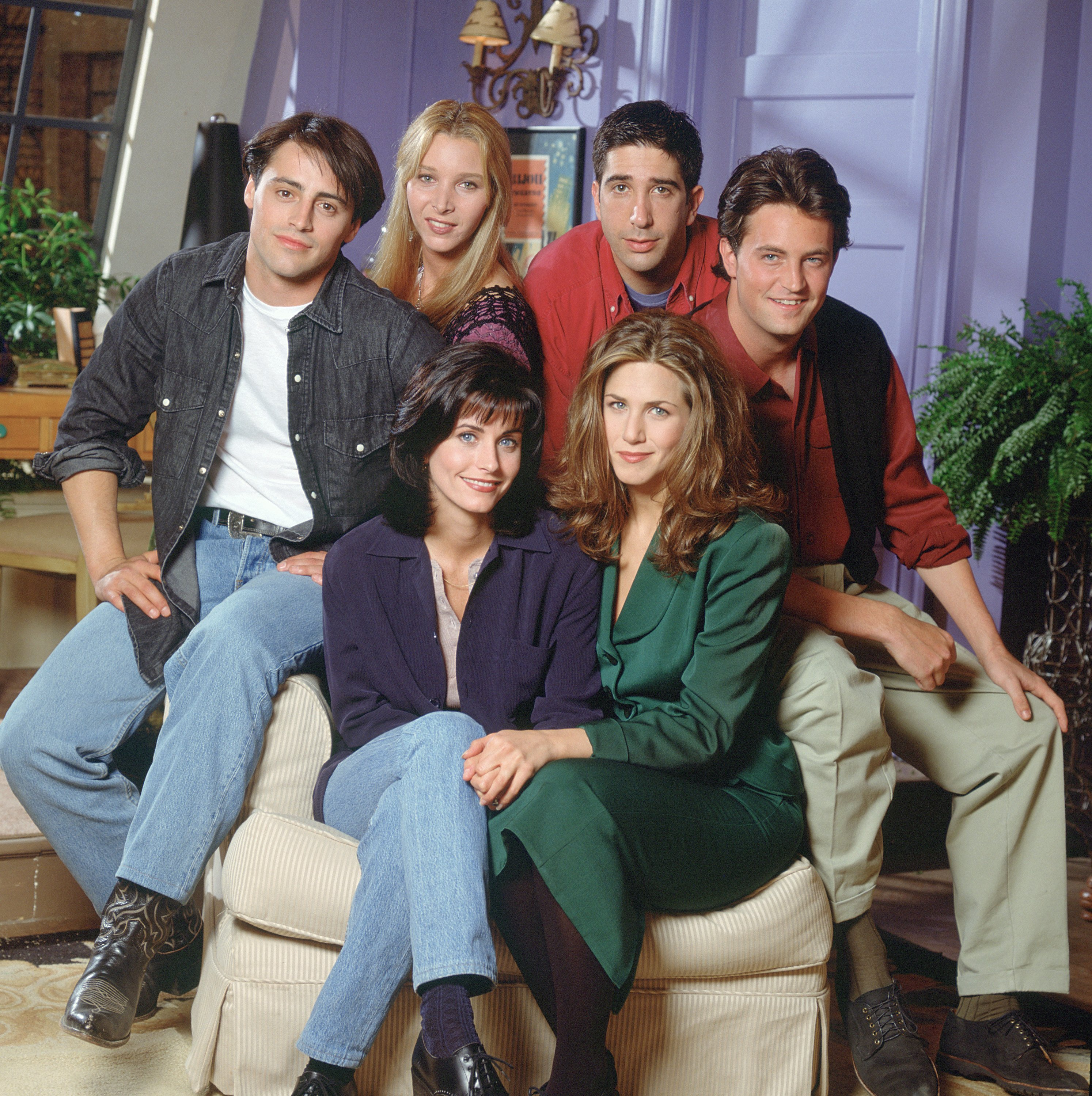 The cast of friendss - Courteney Cox as Monica Geller, Matt LeBlanc as Joey Tribbiani, Lisa Kudrow as Phoebe Buffay, David Schwimmer as Ross Geller, Matthew Perry as Chandler Bing and Jennifer Aniston as Rachel Green | Photo: Photo by Reisig & Taylor/NBCU Photo Bank/NBCUniversal via Getty Images via Getty Images