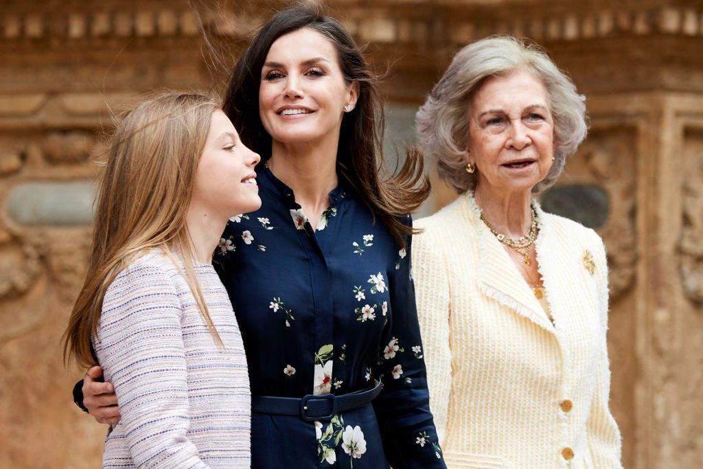 La Princesa Leonor, Reina Letizia y la Reina Sofía asisten a la Misa de Pascua.| Fuente: Getty Images