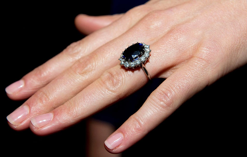 A close up of Kate Middleton and Princess Diana's engagement right. | Photo: Getty Images