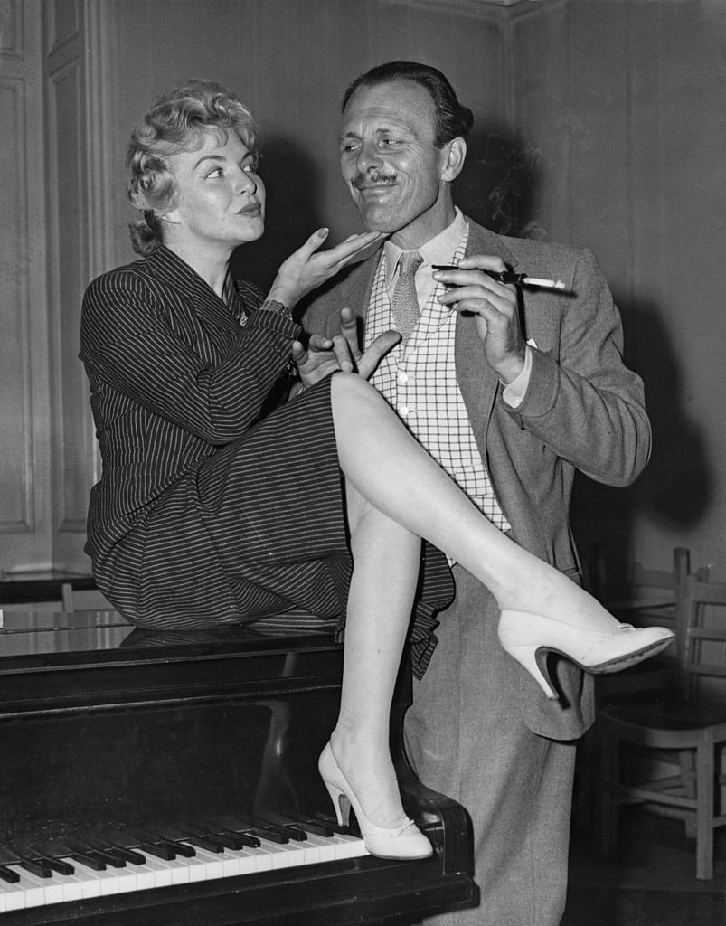 Line Renaud et Terry-Thomas, London, 1955 | Source: Getty images