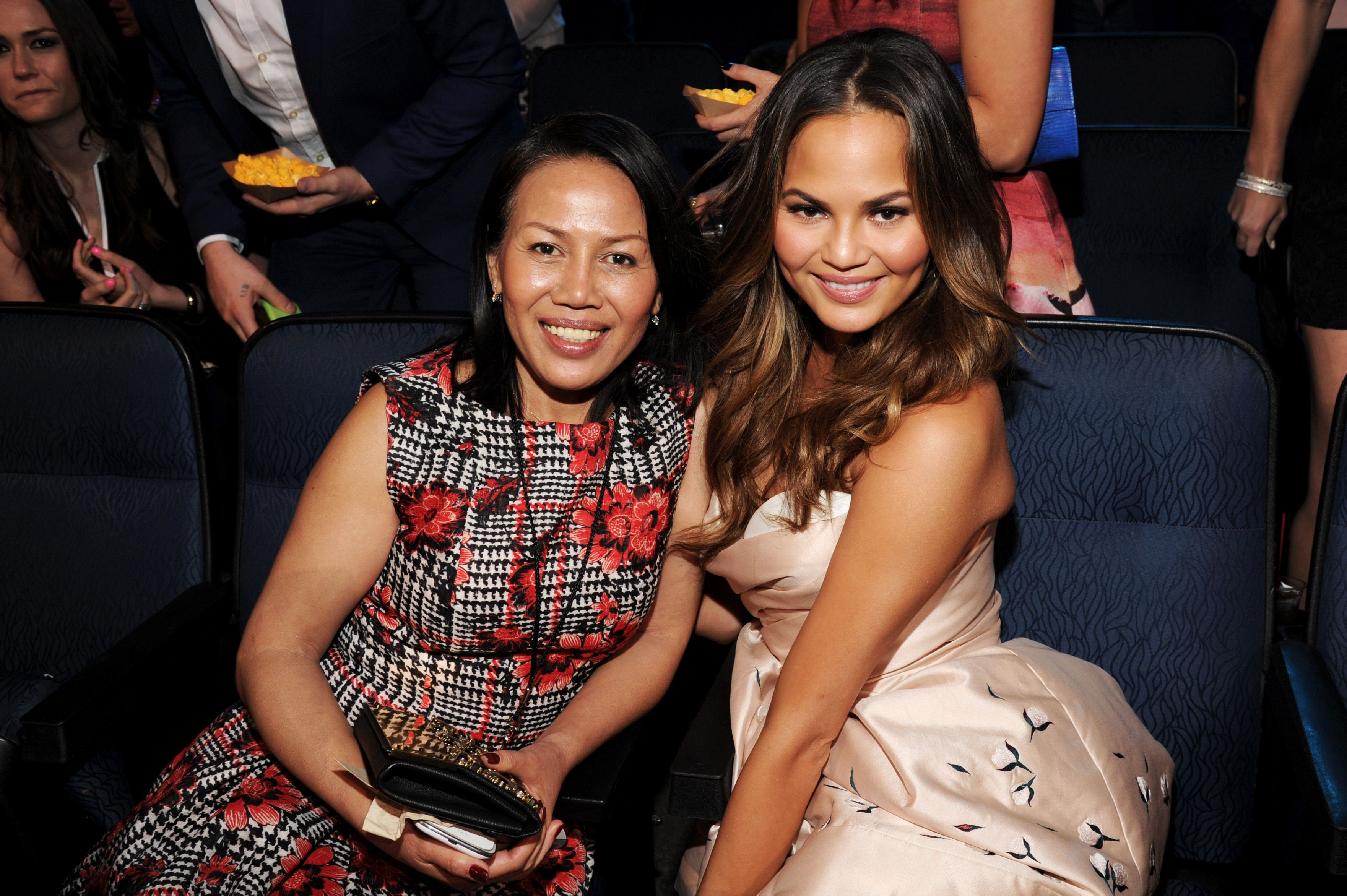 Chrissy Teigen and Vilailuck Teigen at the 2014 MTV Movie Awards in Los Angeles | Photo: Getty Images