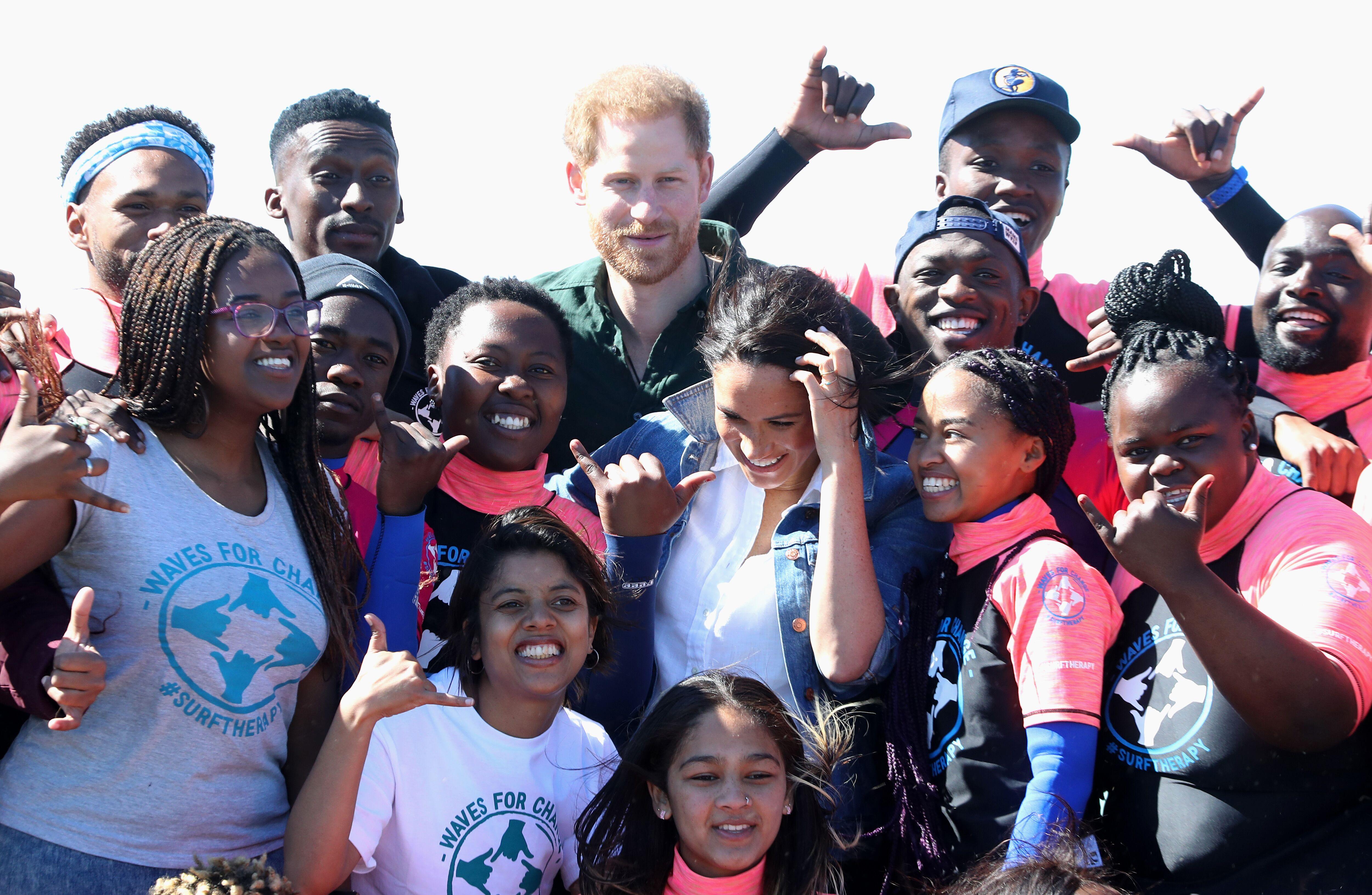 Le prince Harry et Meghan Markle visitent Waves for Change.   Source : Getty Images