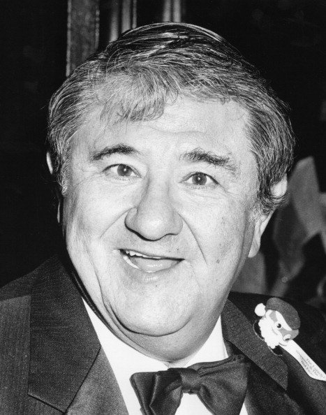 Buddy Hackett at The Scott Mewman Awards in 1983 at the Century Plaza Hotel in Century City, California. | Photo: Getty Images
