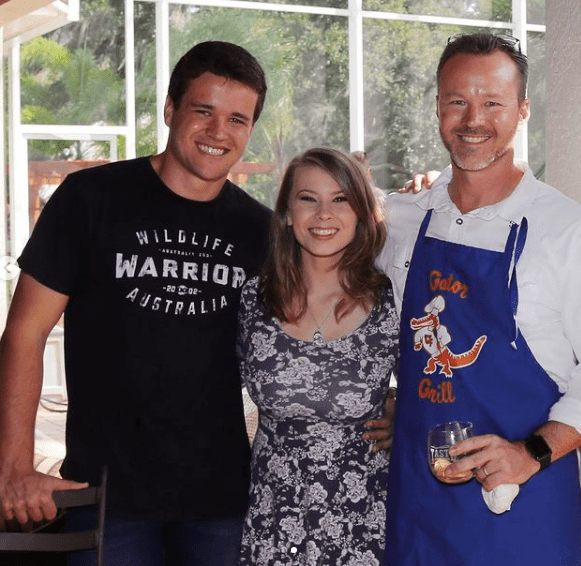 Bindi with her husband and father-in-law | Source: Instagram/@bindisueirwin