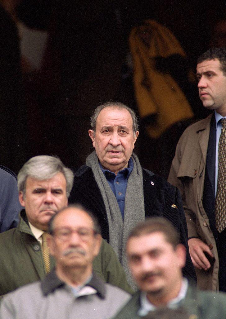 El presidente del Atlético de Madrid, Jesús Gil, durante el partido de Primera Liga contra el Málaga en el año 2000. Foto: Nuno Correia /Allsport UK / Allsport / Getty Images  