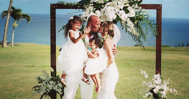 La femme de Dwayne Johnson partage de nouvelles photos du mariage, y compris des photos de leurs petites filles