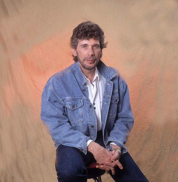 Singer Eddie Rabbitt suffered a terrible loss, the death of his son, which left him devastated before his death. | Photo: Getty Images
