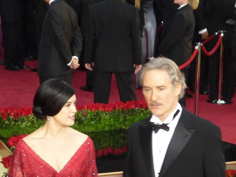 Phoebe Cates and Kevin Kline at the 81st Annual Academy Awards on 22 February 2009 | Photo: Greg in Hollywood (Greg Hernandez) CC BY-SA 2.0 Wikimedia Commons