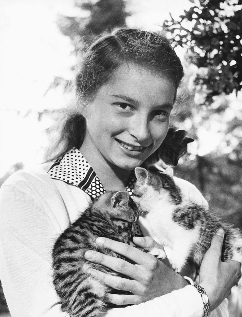 Princess Marie Cecilie of Prussia holding her two pet kittens, circa 1955 | Photo: Getty Images