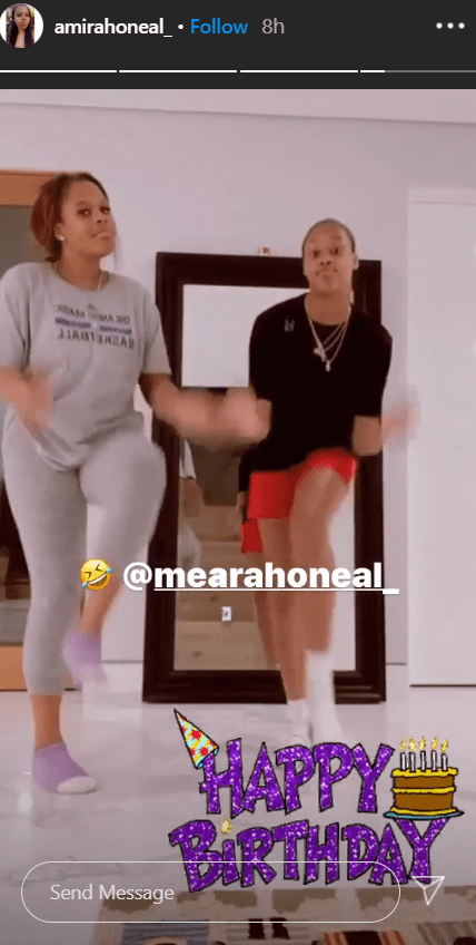 Mimi dancing with her sister Me'Arah as she wished her a happy 14th birthday | Photo: Instagram/amiraoneal_