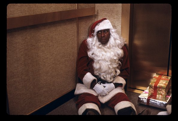 Scatman dressed as Santa Claus | Photo: GettyImages