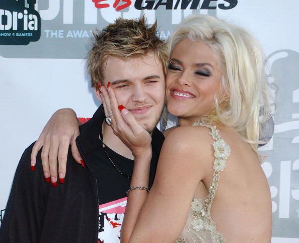 """Anna Nicole Smith and son Daniel during """"G-Phoria - The Award Show 4 Gamers"""" at Shrine Auditorium in Los Angeles, California.  Photo: Getty Images."""