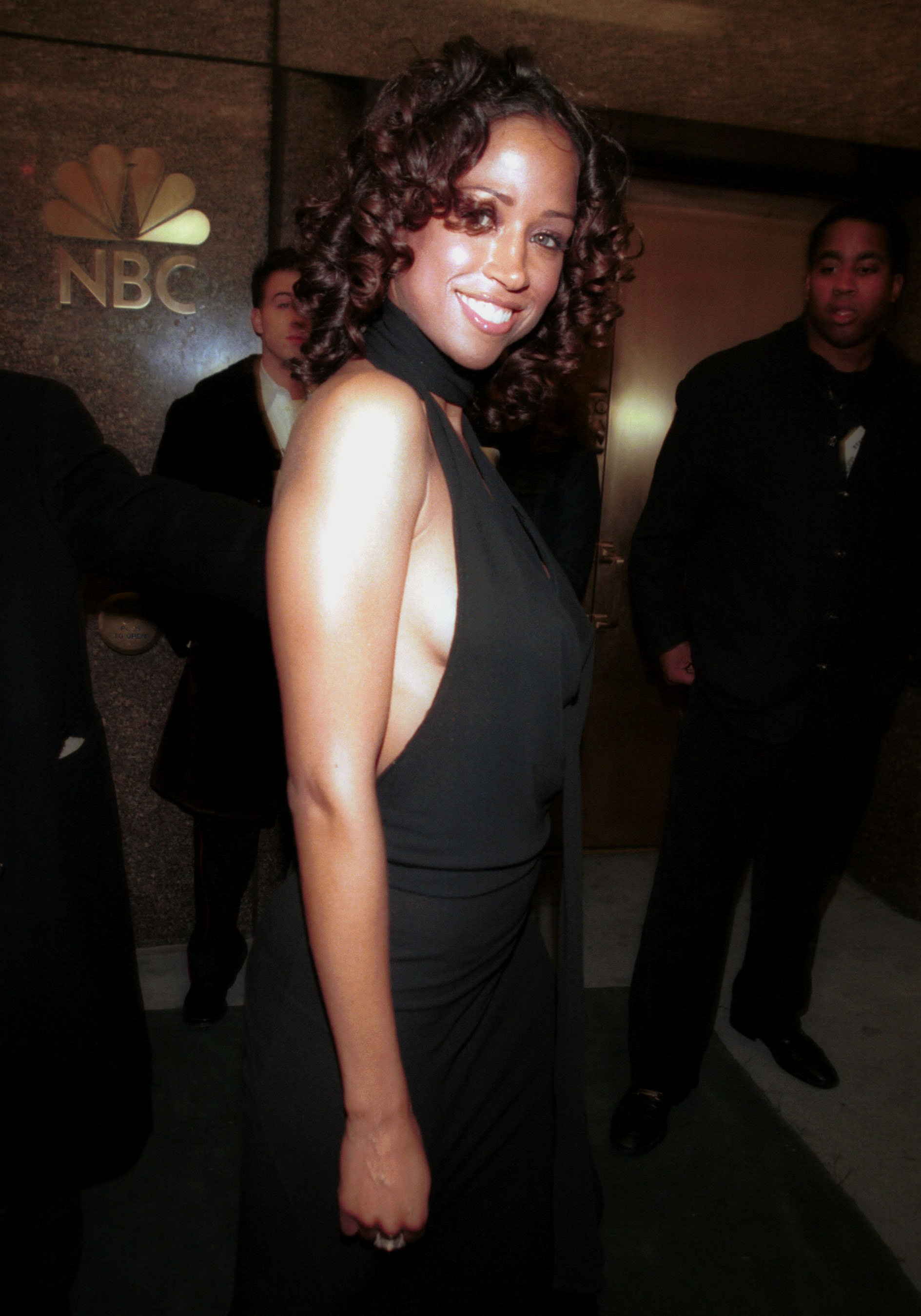 Stacy Dash leaves the 2000 New York Magazine Awards December 4, 2000. | Photo: GettyImages