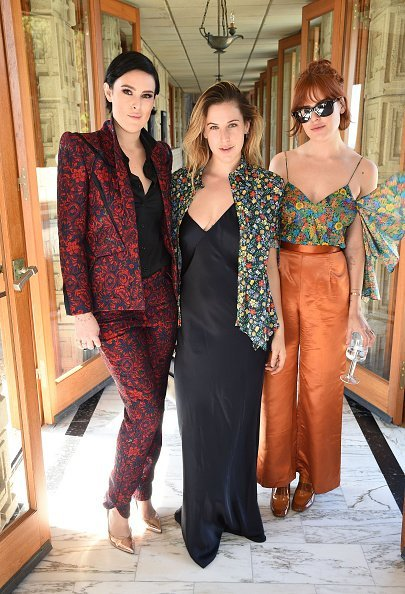 Rumer Willis, Scout Willis and Tallulah Willis attend the M.A.C Cosmetics Zac Posen luncheon at the Ennis House hosted by Karen Buglisi Weiler, Demi Moore & Jacqui Getty on February 25, 2016, in Los Angeles, California. | Source: Getty Images.