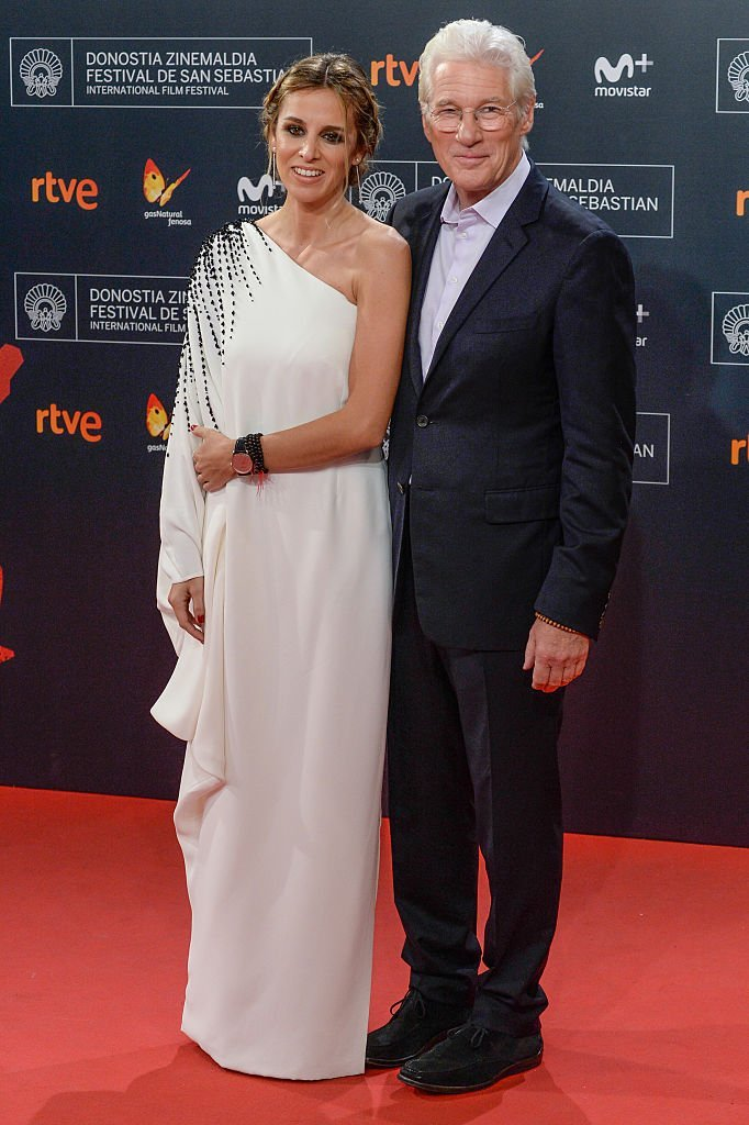 Alejandra Silva and Richard Gere attends the red carpet of the closing gala of 64th San Sebastian Film Festival at Kursaal on September 24, 2016, in San Sebastian, Spain. | Source: Getty Images.