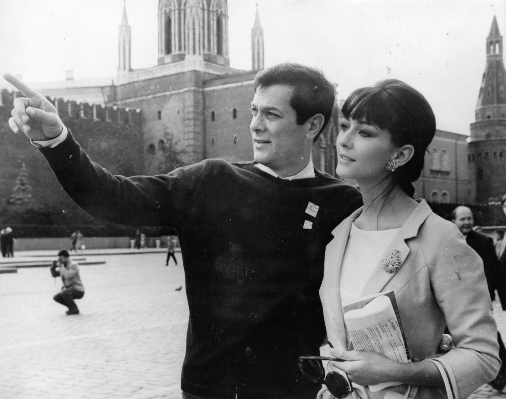 Tony Curtis in Red Square with his wife, Christine Kaufmann to attend Moscow's 3rd International Film Festival on July 10, 1963 | Photo: Keystone/Getty Images