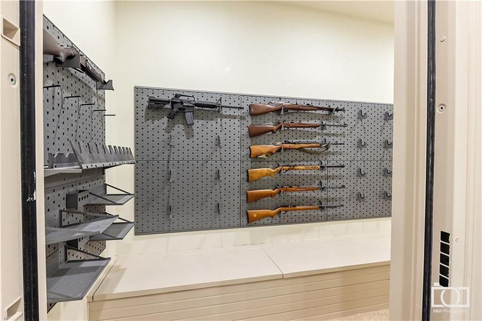 Jim Bob and Michelle Duggar's property listings revealed a picture of a gun room with 8 guns in Realtor.com . | Source: realtor.com