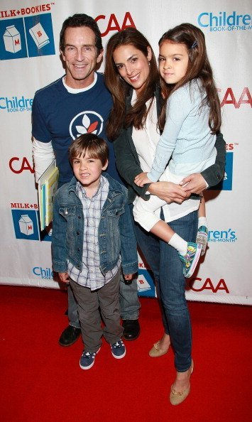 Jeff Probst, Lisa Ann Russell, and their children, Michael and Ava at the Skirball Cultural Center on March 20, 2011 in Los Angeles, California. | Photo: Getty Images