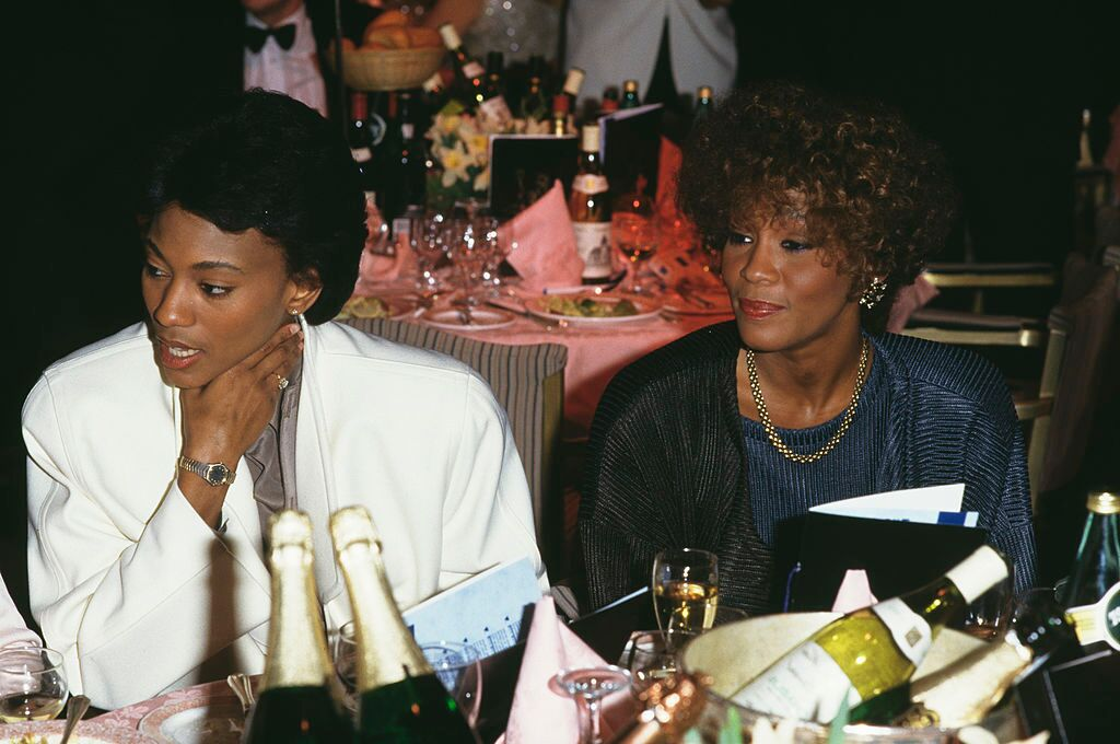 Author Robyn Crawford with best friend Whitney Houston in 1988/ Source: Getty Images
