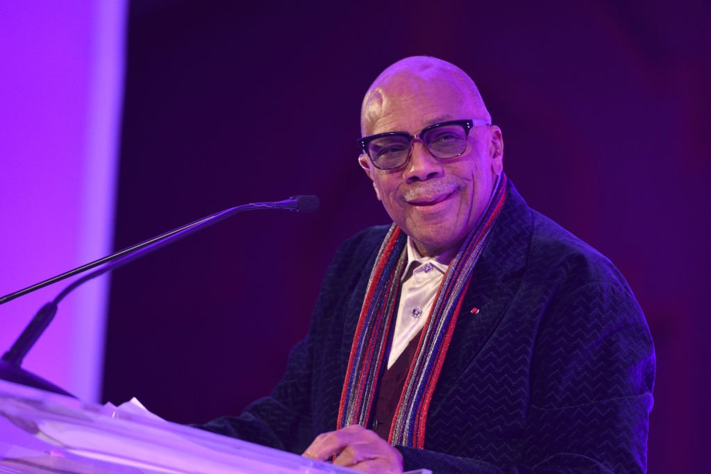 Quincy Jones presenting Amanda Booth the Global's Quincy Jones Exceptional Advocacy Award at Sheraton Denver Downtown Hotel on November 02, 2019. | Photo: Getty Images