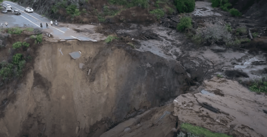 A different view of the collapsed Highway 1, January, 2021. | Photo: YouTube/kpixcbs.