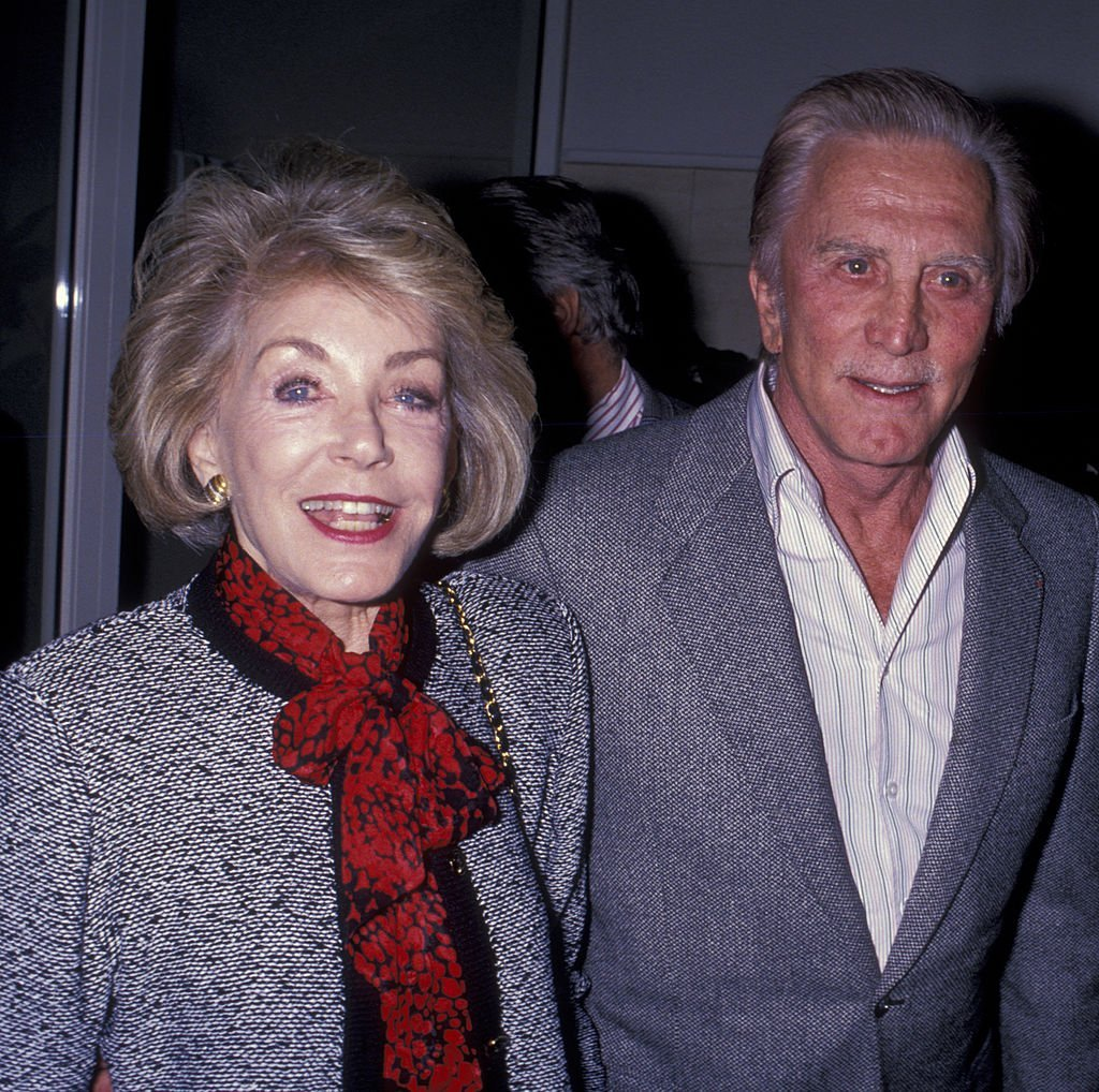 Kirk Douglas and wife Anne Douglas attend Tony Curtis Exhibit Opening on April 22, 1989, in Beverly Hills, California. | Source: Getty Images.