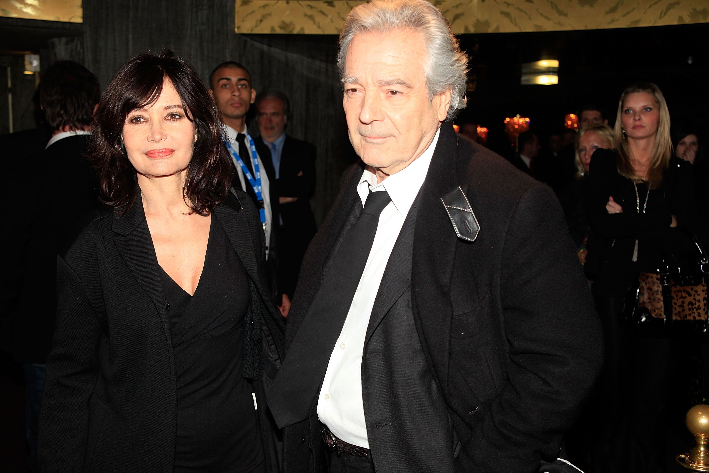 Pierre Arditi et son épouse Evelyne Bouix assistent aux Globes de Cristal 2011 au Lido à Paris, France. | Photo : Getty Images