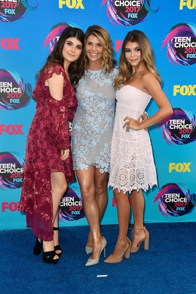 Lori, Isabella, and Olivia at Galen Center on August 13, 2017 in Los Angeles, California | Source: Getty Images