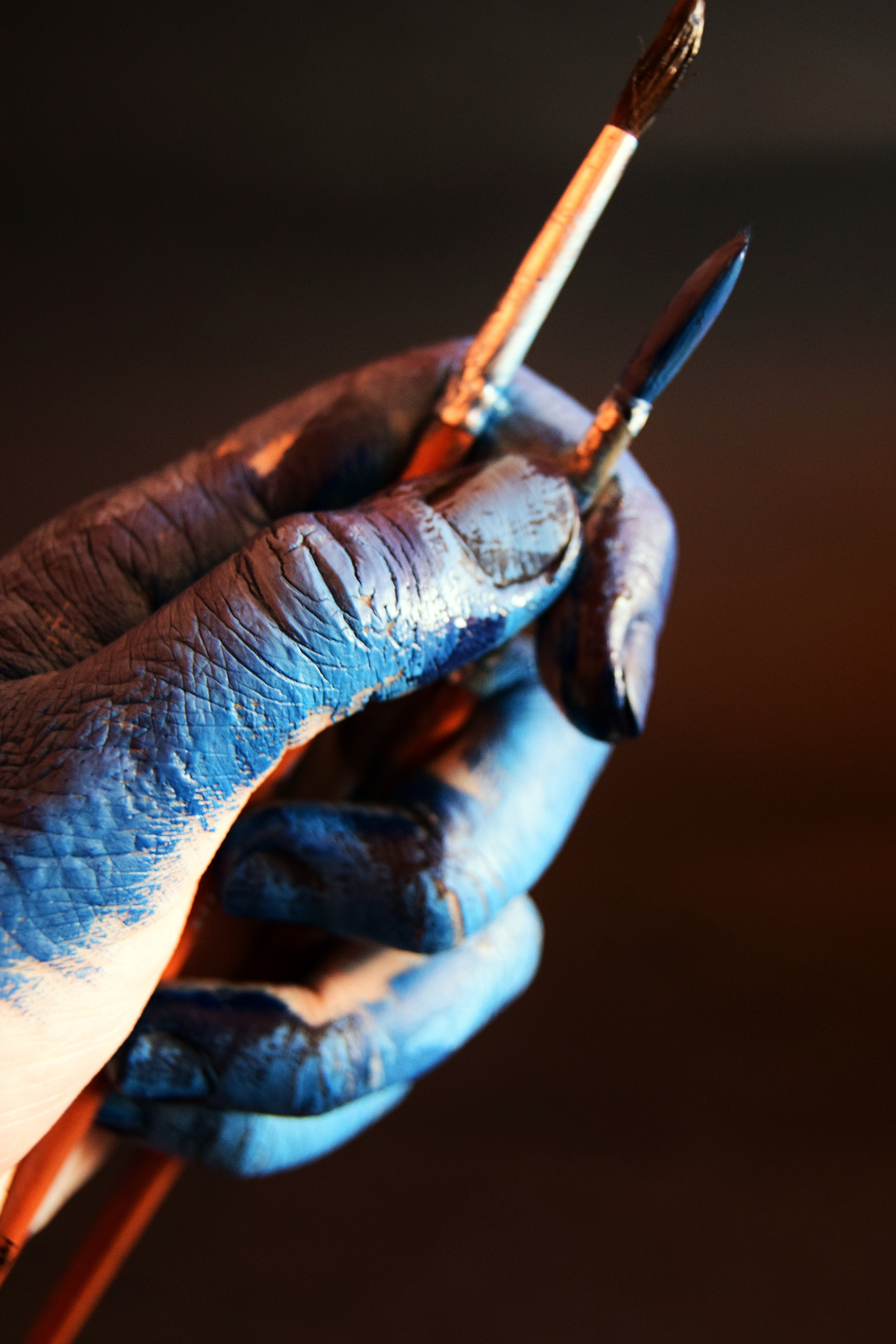 An artist's hand covered in paint | Photo by Vojna Andrea on Unsplash