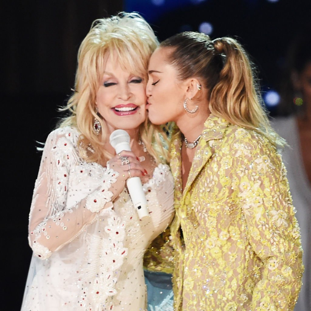 Dolly Parton and Miley Cyrus. I Image: Getty Images.